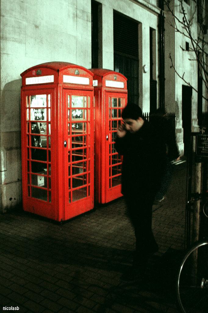 Lhomme-au-telephone.jpg