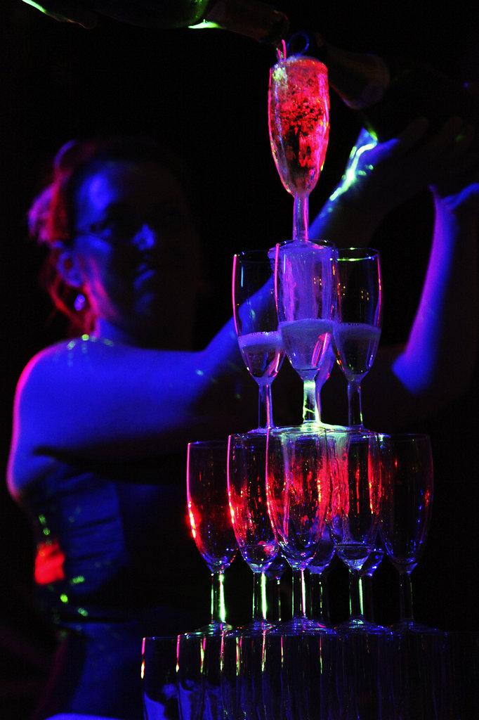 Mariés et flûtes à champagne